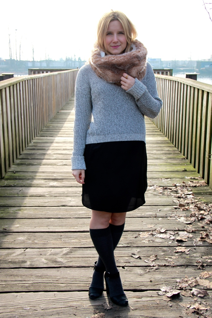 LAYERS Knit Sweater AMERICAN EAGLE OUTFITTERS   Dress OAK + FORT   Shoes H&M Sandals