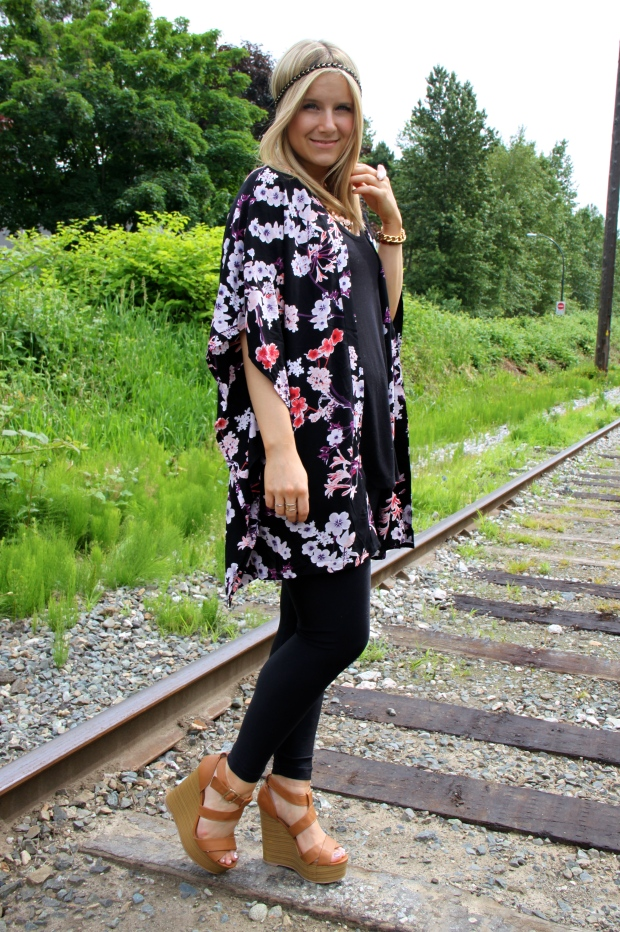 Kimono H&M | Black Tank H&M | Leggings AMERICAN APPAREL | Shoes CHARLOTTE RUSSE